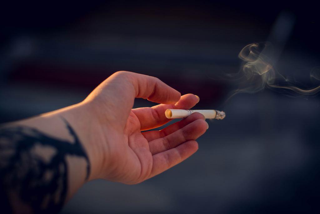 Rusia prohíbe fumar en balcones de casas y hoteles - Photo by Irina Iriser on Unsplash