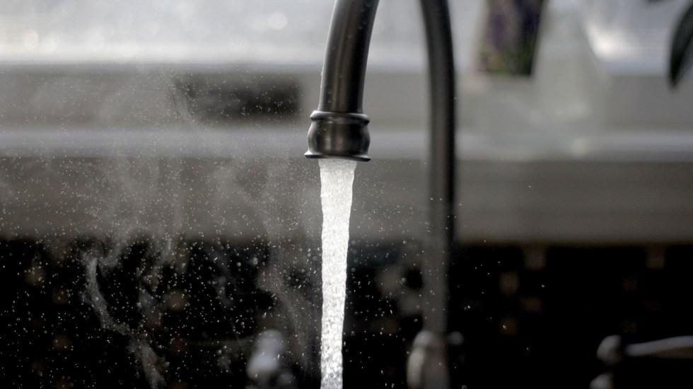 Una tragedia el manejo del agua en México: Semarnat - Llave del agua. Corte de agua