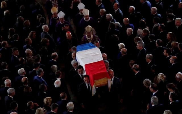 Rinden homenaje nacional en Francia al expresidente Jacques Chirac - Llegada del féretro de Jacques Chirac a la iglesia Saint-Sulpice de París. Foto de EFE