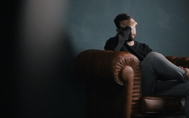 Estudian papel que inteligencia artificial jugará en cómo tratar la depresión - Los trastornos mentales más frecuentes son la ansiedad y depresión. Foto de Nik Shuliahin / Unsplash