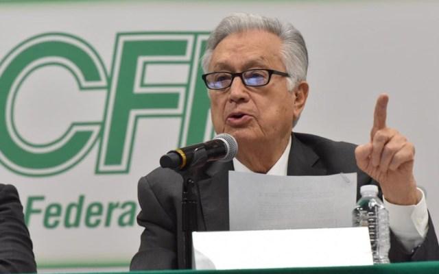 """""""No estoy protegido por el presidente"""": Manuel Bartlett - Manuel Bartlett en conferencia de prensa. Foto de @CFEmx"""