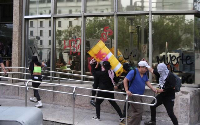 Anarquistas causan disturbios durante marcha por el Caso Ayotzinapa - Marcha actos vandálicos 5