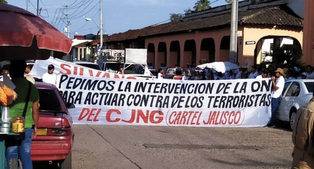 Realizan marcha por la paz en Tepalcatepec - Foto de Quadratín