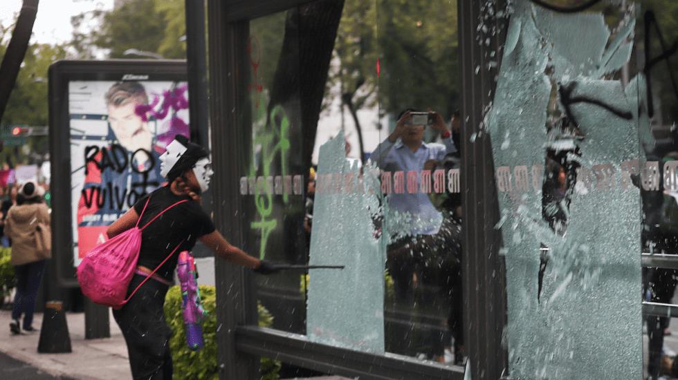 Pide Concamin aplicar sanciones por actos vandálicos contra la Canaco - Foto de Notimex