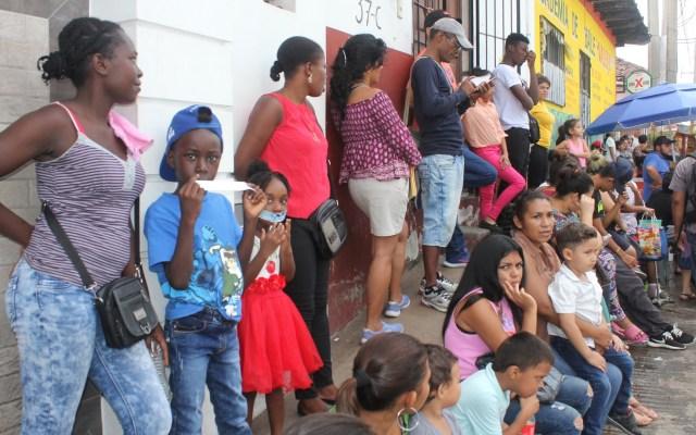 Excluir a migrantes cuesta más que su inclusión: Naciones Unidas - Migrantes en Tapachula, Chiapas, en México. Foto de EFE
