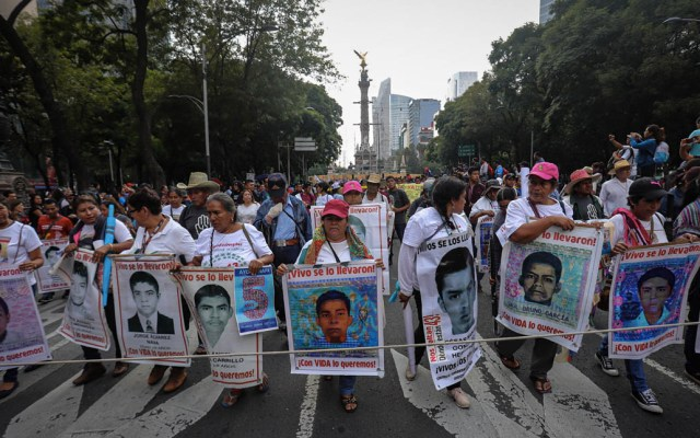 FGR ordena detener a 46 funcionarios por caso Ayotzinapa - Misa normalistas de Ayotzinapa 5 años marcha 3