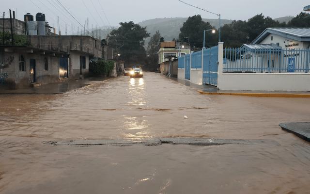 Narda deja un muerto e inundaciones en su paso por Oaxaca - Foto de Notimex
