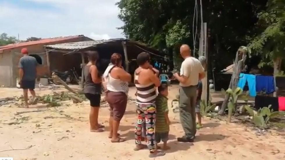 Lorena deja afectaciones en 200 casas y cultivos de Jalisco - Oficiales de PC de Jalisco en evaluación de daños a casas en Cabo Corrientes. Captura de pantalla / @PCJalisco