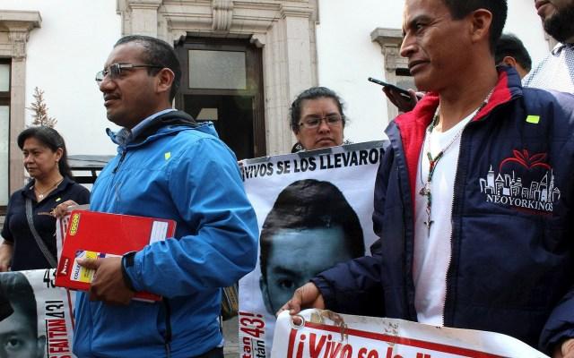 Necesitamos que haya resultados sobre caso Ayotzinapa: López Obrador - Padres de los 43 normalistas desaparecidos de Ayotzinapa. Foto de EFE