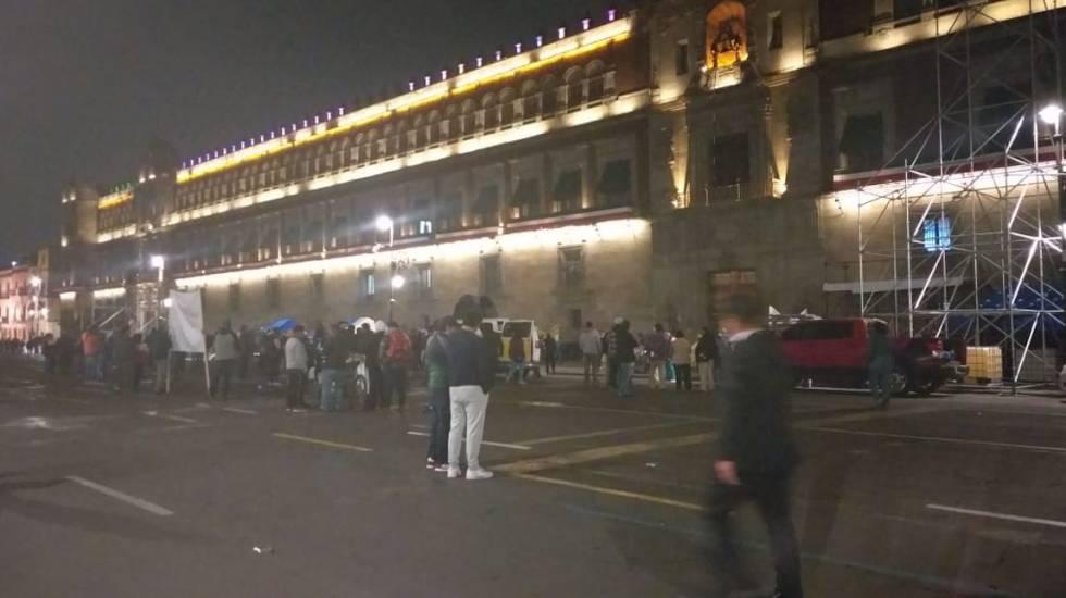 Manifestantes bloquean accesos a Palacio Nacional - Inmediaciones de Palacio Nacional, tomado por locatarios de Central de Abasto. Foto de @Marisol_Tea