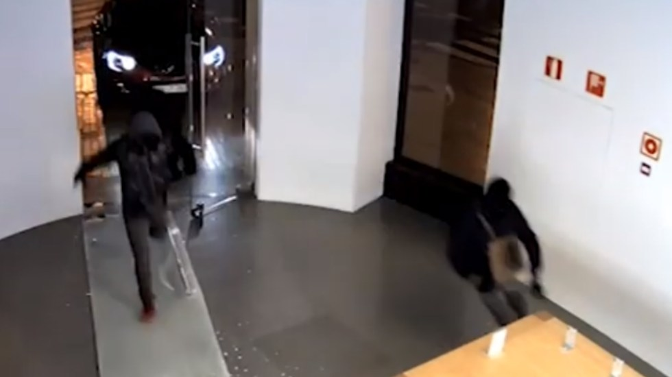 #Video Desarticulan grupo que robaba tiendas de celulares en España - Policía Nacional España robo celulares