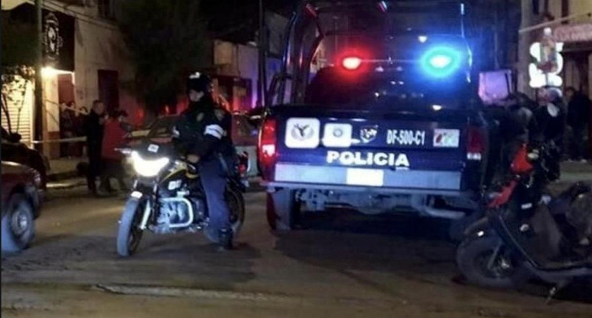 Policía por asesinato de cinco personas en Cuernavaca. Foto de @eolopacheco