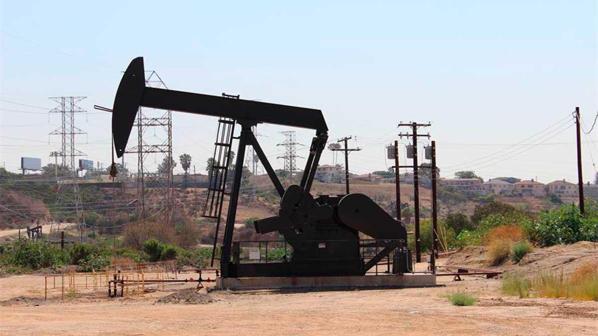 Cae mezcla mexicana de petróleo a 10.34 dólares por barril
