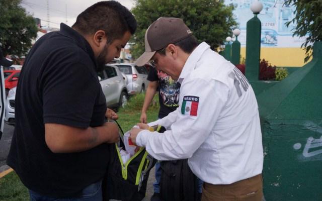 Operativo Rastrillo deja 47 detenidos en Naucalpan y Tlalnepantla - Revisión a hombre por Operativo Rastrillo. Foto de FGJEM