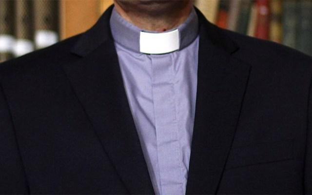 Iglesia retira estado clerical a cura culpable de abusos a menores - Sacerdote. Foto de biobiochile.cl