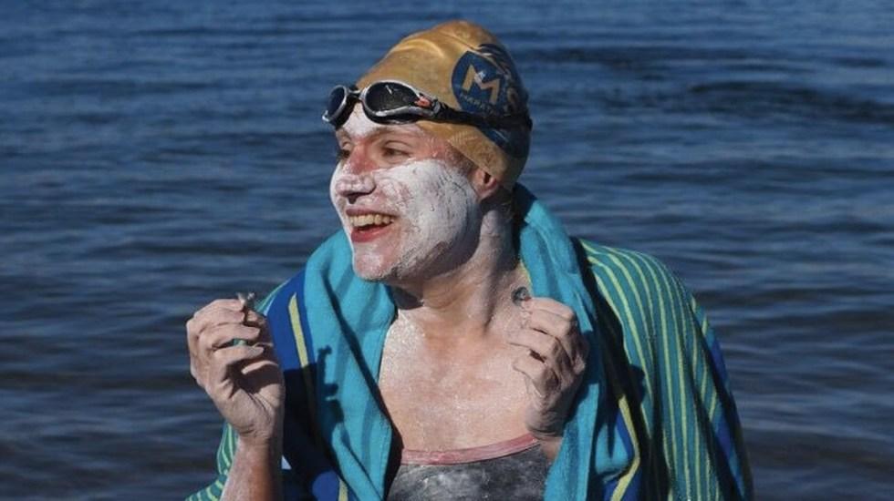 Sobreviviente de cáncer es la primera persona en cruzar el Canal de la Mancha cuatro veces - Foto de @LewisPugh