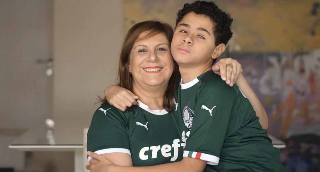 Madre que narra partidos a su hijo invidente gana 'The Best' a la mejor aficionada - Foto de FIFA