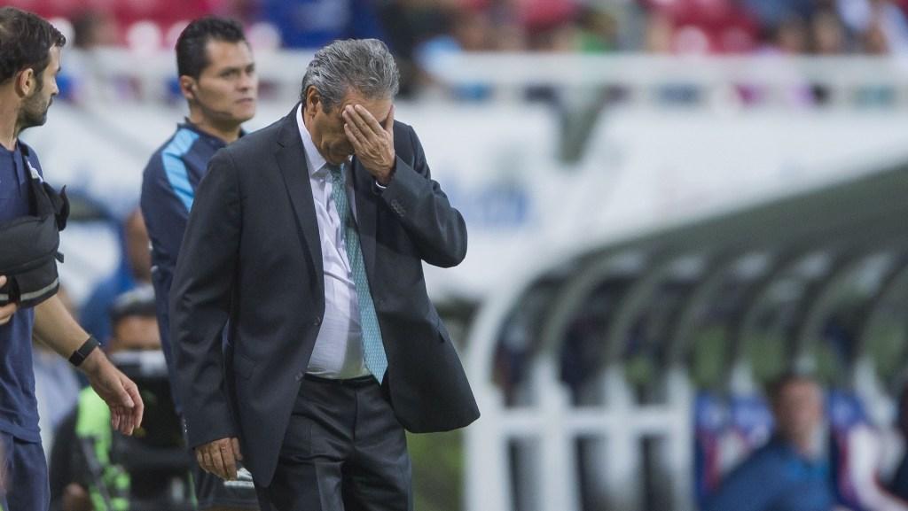 Tomás Boy fuera de las Chivas - Tomás Boy en el Chivas vs. Pachuca. Foto de Cristian de Marchena / Mexsport.