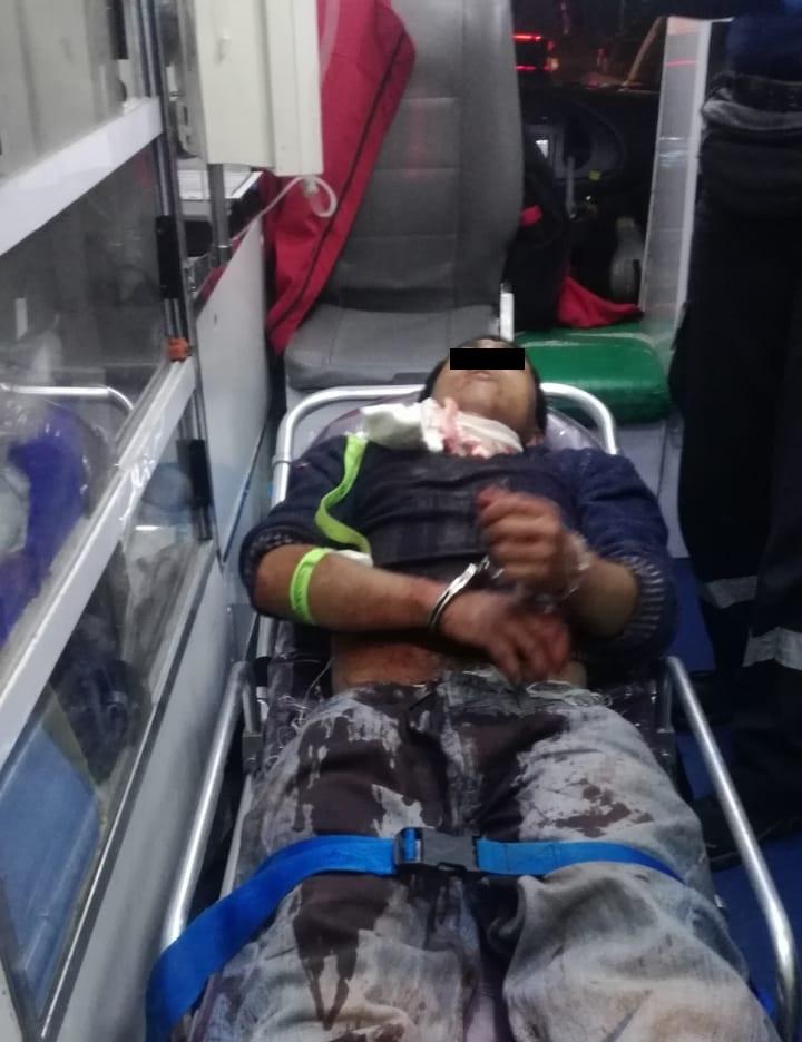 Traslado de hombre al hospital. Foto de @luizalane76