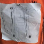 Niño que sufrió burlas por una playera terminó diseñando una