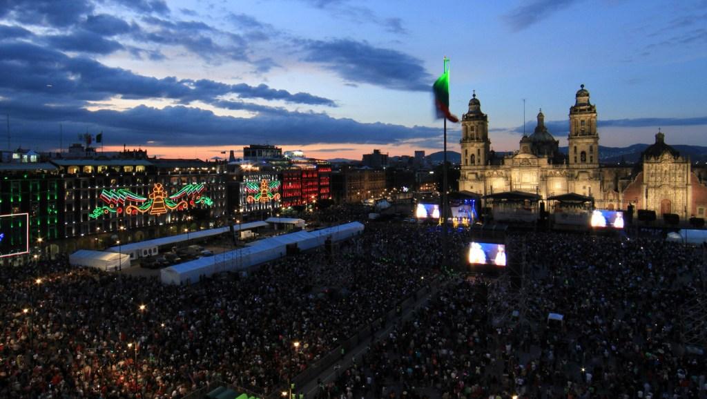 80 mil personas acuden al Zócalo para el Grito de Independencia - Festejos patrios en la capital. Foto de Notimex-Javier Lira