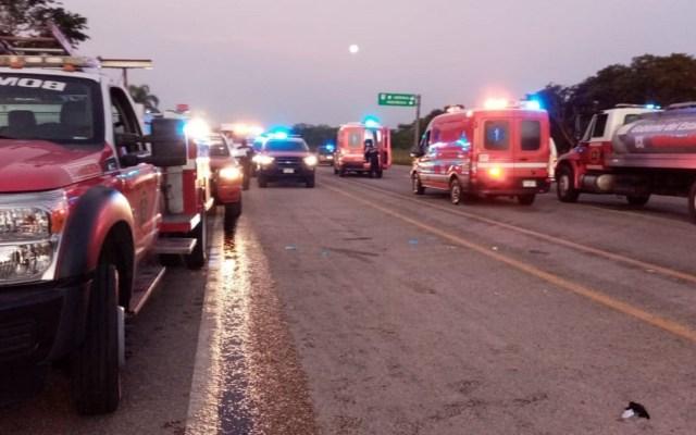 Choque de tráiler y ambulancia deja seis muertos en Yucatán - Accidente en carretera de Yucatán. Foto de @sspyuc