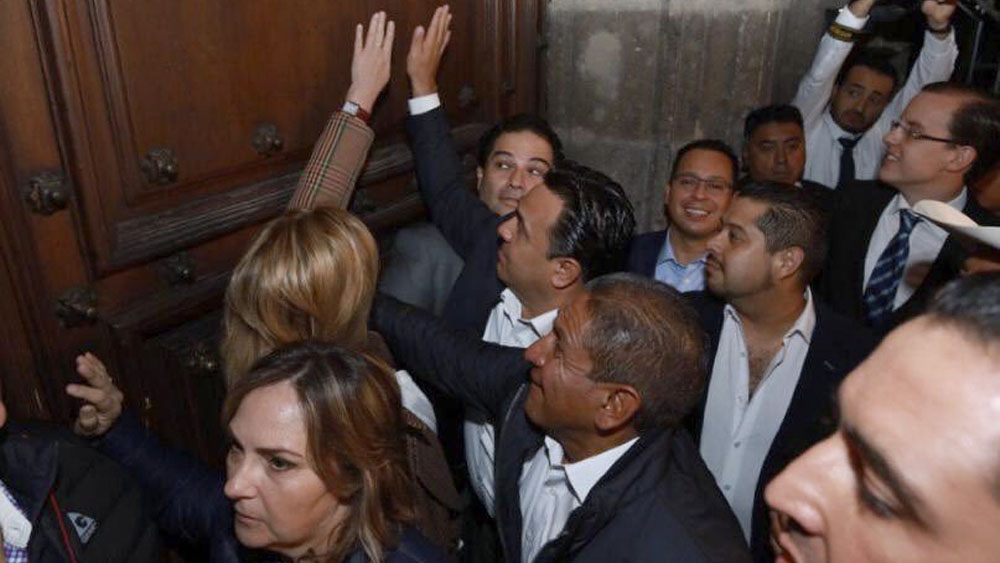 Protesta en Palacio Nacional, provocación de alcaldes del PAN: AMLO - Protesta en Palacio Nacional fue una provocación de alcaldes del PAN: AMLO