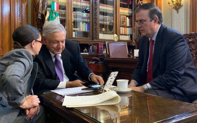 Conversa AMLO con Trudeau; lo felicita por reelección y acuerdan empujar la ratificación del T-MEC - López Obrador en Palacio Nacional, en conversación con Justin Trudeau. Foto de @lopezobrador_