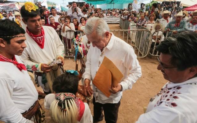 AMLO niega racismo en entrega de pensiones a indígenas a los 65 años - AMLO Lopez Obrador