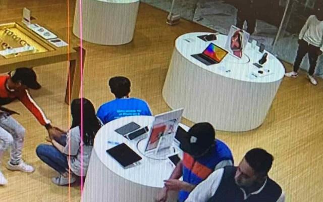 Roban en iShop de Torre Manacar en la Ciudad de México - Asalto en Torre Manacar. Foto Especial / Excélsior