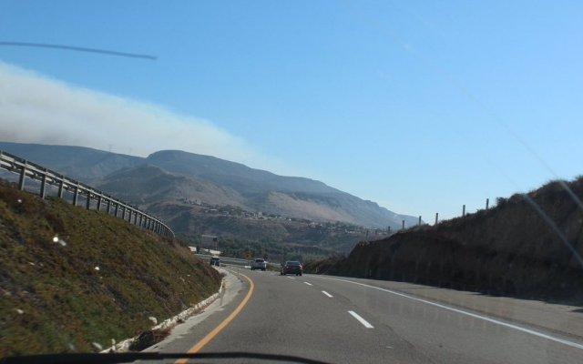 Continúa combate a incendios forestales en Baja California - Foto de @CNPC_MX