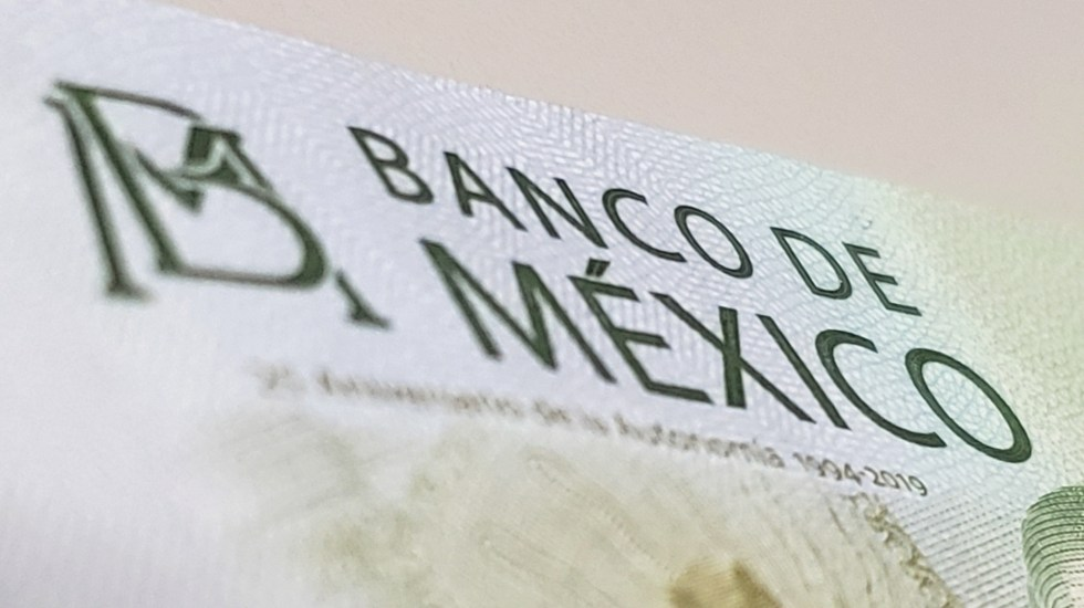 S&P recorta pronóstico de crecimiento a 1 % en 2020 para México - Banco de México dinero billete
