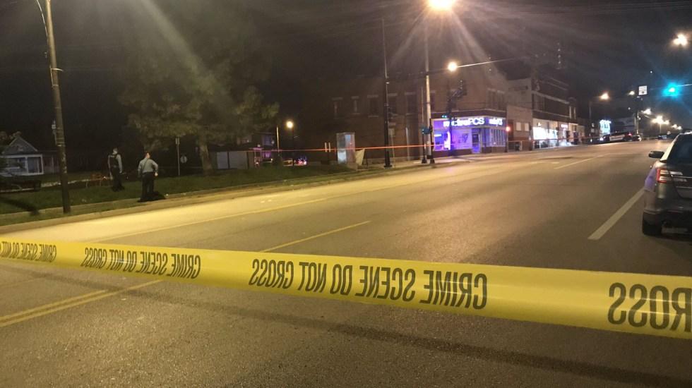 Tiroteo en bar de Kansas deja cuatro muertos y cinco heridos - Calle acordonada donde se ubica el bar Tequila KC. Foto de @NickStarlingTV