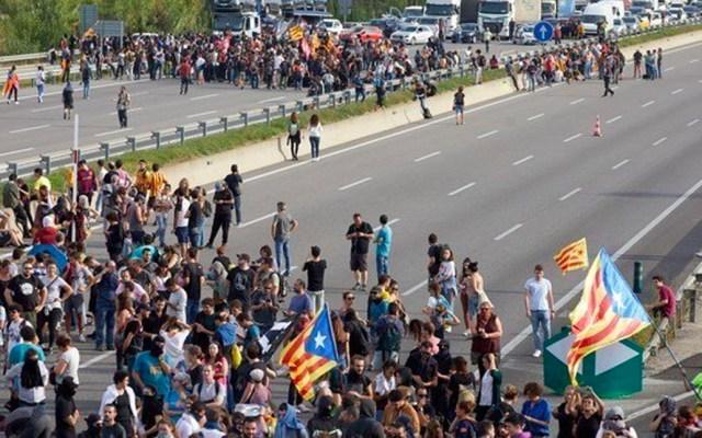 Protestas contra sentencia a líderes catalanes deja trece heridos - Protestas en Cataluña