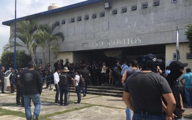 Custodios del penal de Atlacholoaya realizan paro de labores - Paro de labores de custodios del penal de Atlacholoaya. Foto de El Diario de Morelos