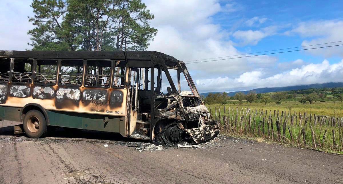 Reportan retenes de supuestos miembros del CJNG en Michoacán