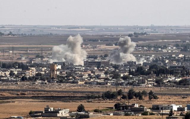 Rusia se postula como conciliador entre Turquía y Siria - Columnas de humo en Siria por ataques turcos. Foto de EFE