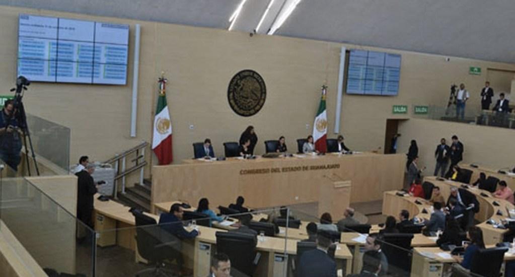 Código de ética del Congreso de Guanajuato prohibiría besos y abrazos - Foto de El Sol de Salamanca