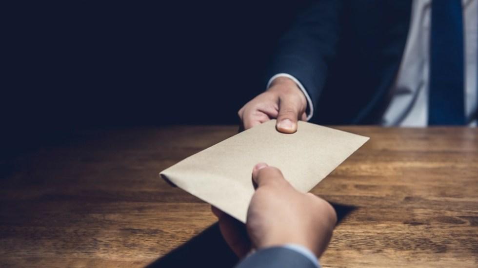 Anuncia AMLO iniciativa para que sean públicos los expedientes de investigación contra funcionarios - corrupción