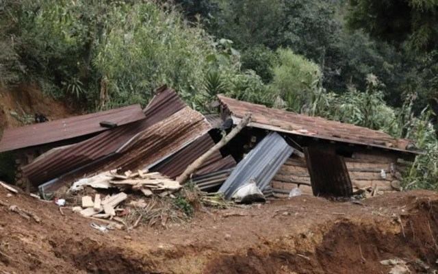 Mueren tres menores y su padre por derrumbe en Guatemala - Foto de Prensa Libre