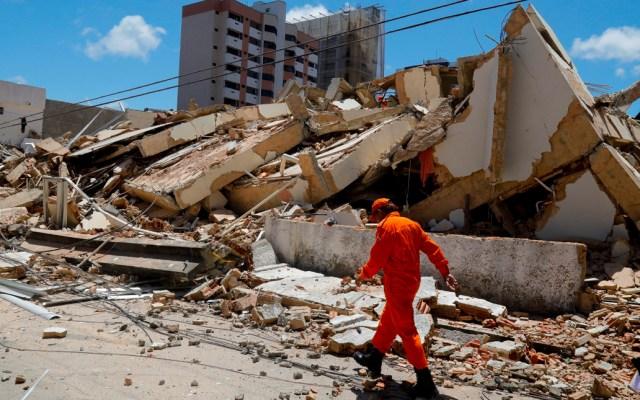 Derrumbe de edificio residencial deja una persona muerta y decenas desaparecidas en Brasil - Derrumbe de edificio en Brasil