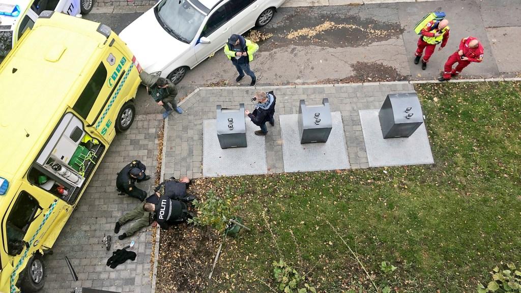 Sujeto roba ambulancia y atropella a varias personas en Noruega - Detención de hombre que robó ambulancia y atropelló a varios en Oslo. Foto de EFE