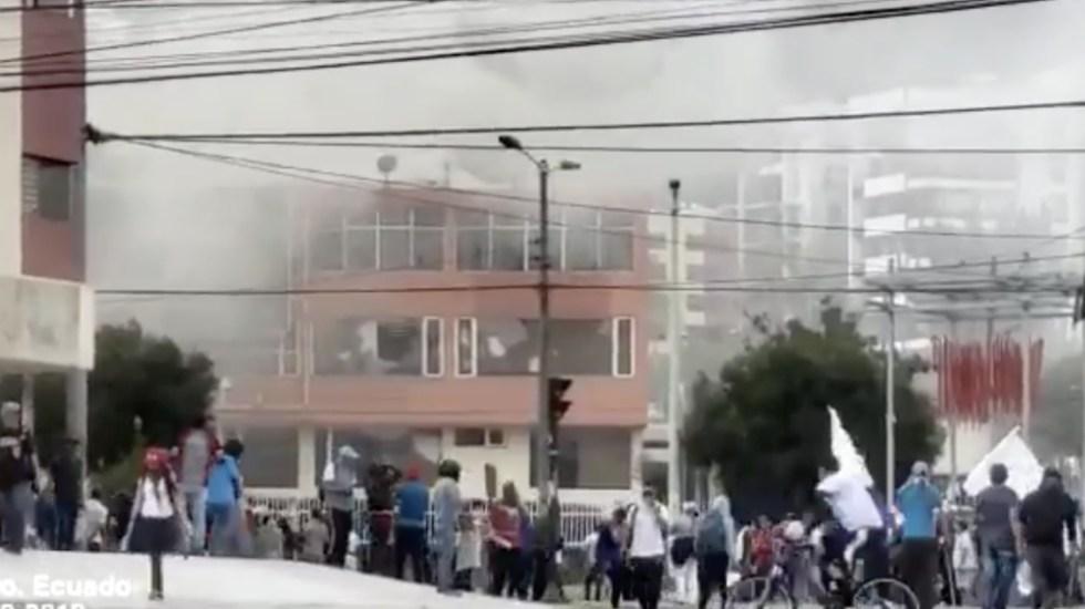 Manifestantes atacan medios de comunicación en Ecuador - Foto de El Comercio
