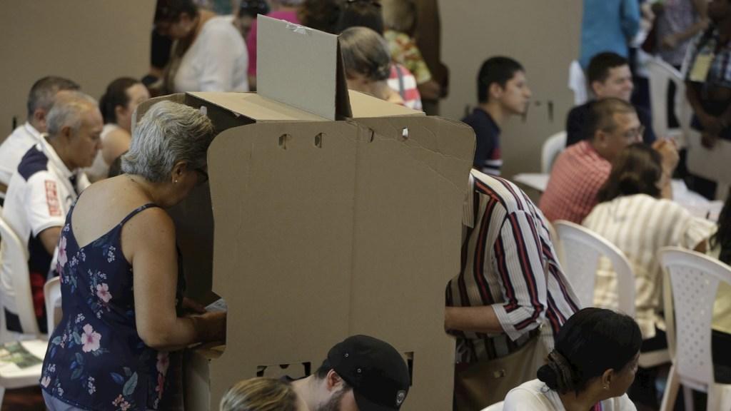 Ataque con explosivos durante elecciones en Colombia deja dos soldados lesionados - Elecciones Colombia