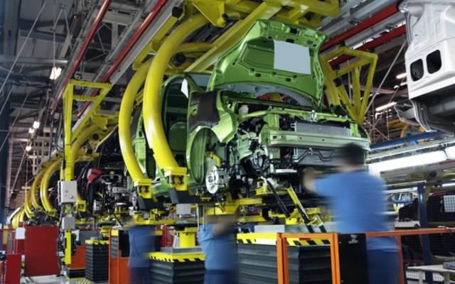 Caída en ventas de automóviles frena motor de economía en México: expertos - Empresa automotriz. Foto de Archivo Notimex.