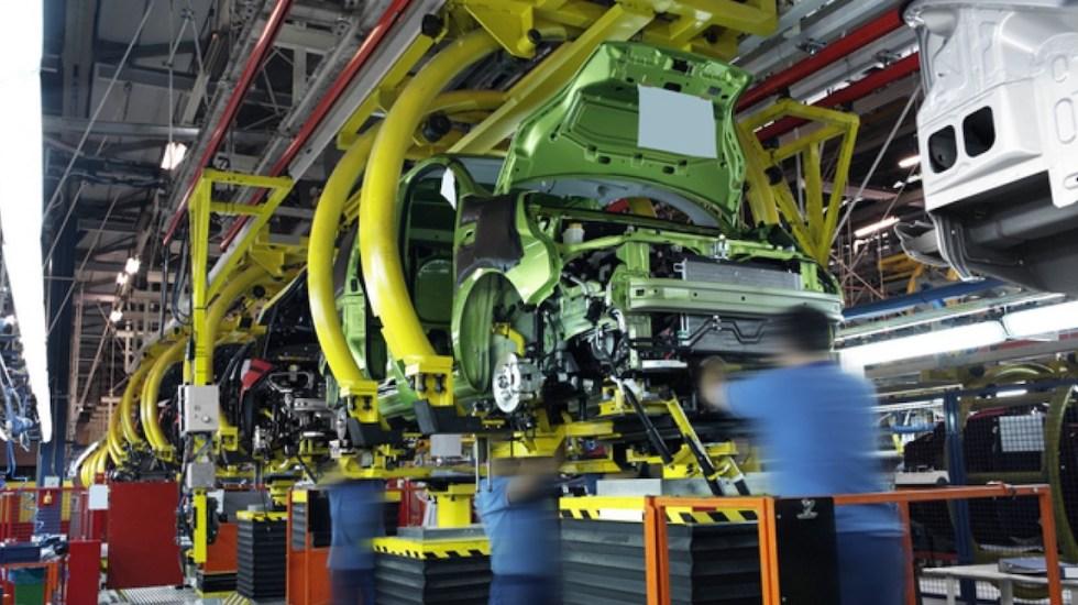 México dejaría ir 44.3 mil mdd en caso de perder el grado de inversión: JP Morgan - Empresa automotriz. Foto de Archivo Notimex.