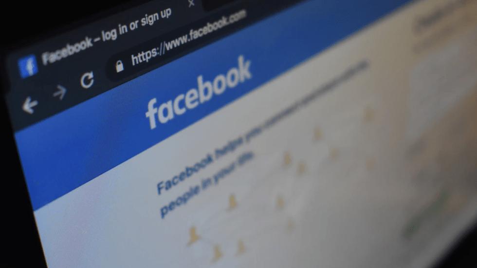 Zuckerberg defiende política de publicar anuncios con información falsa - Foto de Kon Karampelas @konkarampelas