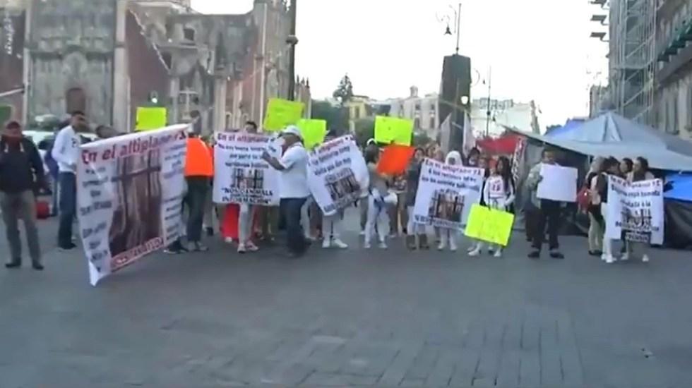 Campesinos de Atenco y familiares de reos protestan en el Zócalo - Familiares y amigos de reclusos del Altiplano. Captura de pantalla / Foro Tv