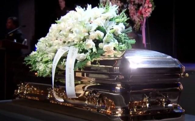 AMLO autorizó que Fuerza Aérea traslade restos de José José - Féretro de José José. Foto de EFE