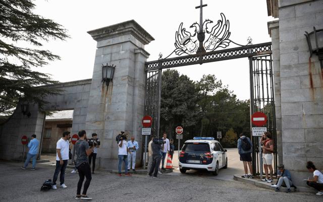 Gobierno de España inicia exhumación de los restos de Francisco Franco - Foto de EFE